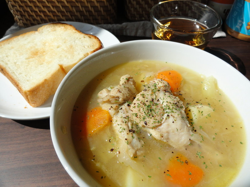 鶏手羽元とたっぷり野菜のとろとろスープ