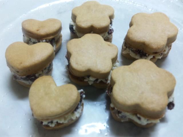 黒糖クッキーのラムレーズンサンド