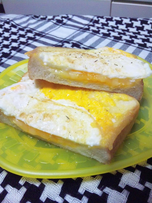 フライパンで♪絶品☆卵チーズトースト☆