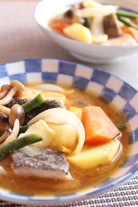 鮭と野菜の味噌バタースープ
