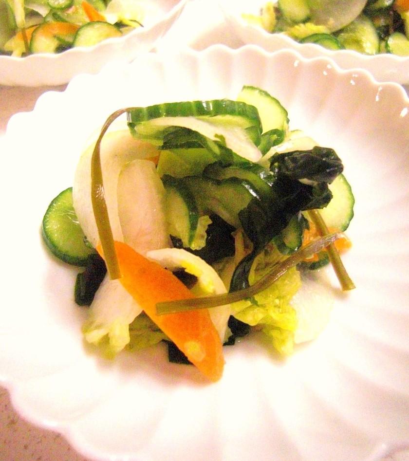火を使わない野菜とわかめの和え物