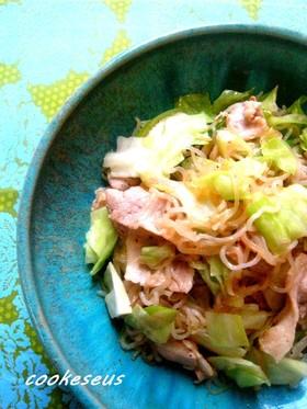 豚肉とキャベツと白滝の炒め物