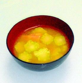 ブロッコリーの茎とベーコンのお味噌汁