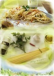 オリーブオイルを味わうペペロンチーノの写真