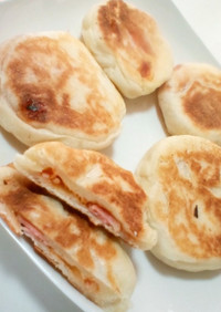ハムオニオンの平焼きパン