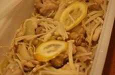 スチームケースで☆エノキと鶏のレモン風味