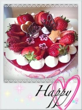 誕生日に♪苺たっぷりレアチーズケーキ