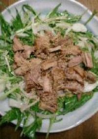 水菜とブタのサラダ(カルアピッグ)