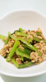 小松菜と鶏挽肉の炒め物の写真