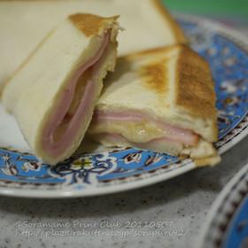 食パンでブリトー風ハムチーズ