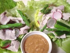 豚肉と野菜のごまみそソースがけ 冷しゃぶ