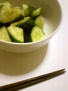 きゅうりの簡単和え物(塩とごま油)