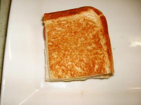 一口でスマートに♡チーズなホットサンド♪