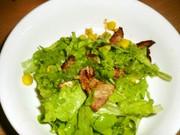 ベーコンとリーフレタスのサラダの写真