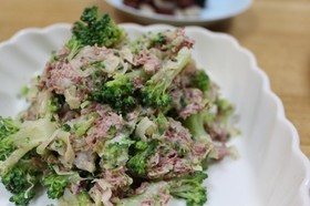 ブロッコリーのコンビーフサラダ