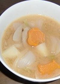 型ぬき人参入り、根菜と新キャベツの味噌汁