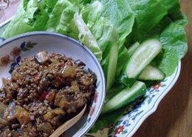 ピリ辛な肉味噌サラダ