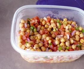 持ち寄りに*ひよこ豆とトマトの簡単サラダ