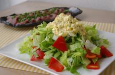 ロメインサラダとタルタルソースのサラダ