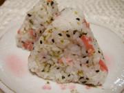 紅生姜と青海苔のおにぎりの写真