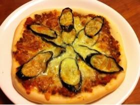 ナスとミートソースのピザ