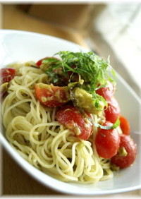 パスタ_トマトとアボカドの梅肉和え