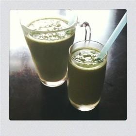 モロヘイヤとキウイフルーツのジュース