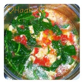 トマトとモロヘイヤの中華風卵スープ