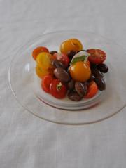 うずら豆とトマトのサラダの写真