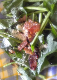 ほうれん草とカリカリベーコンのサラダ