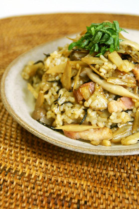 繊維たっぷり♪ごぼうとひじきの玄米炒飯