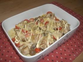 鶏とトマトとしめじのマヨチーズ焼き