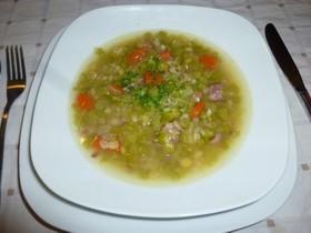 ハムホックとレンズ豆のスープ