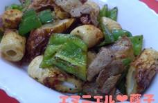 豚バラ肉と竹輪とピーマンの豆板醤マヨ炒め