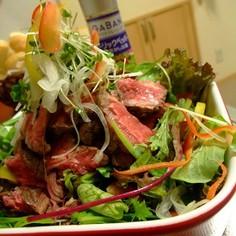ローストビーフと野菜のカラフルディッシュ
