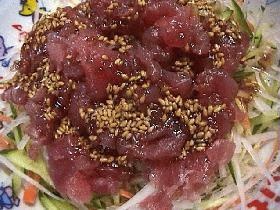 マグロの中落ちで韓国風サラダ