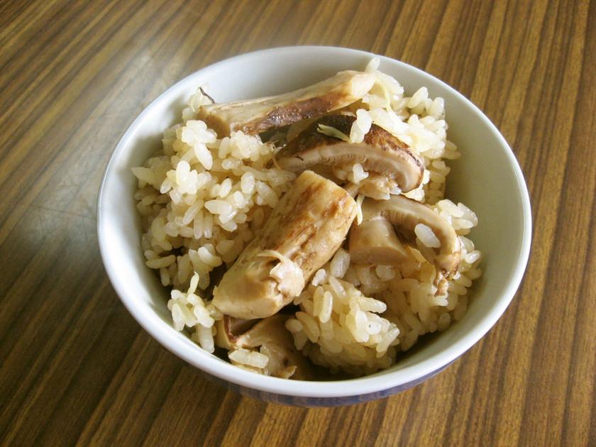 松茸の味を生かすならこれ♪柿市の松茸ご飯