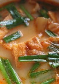 キムチと厚揚げのミルク入り味噌スープ
