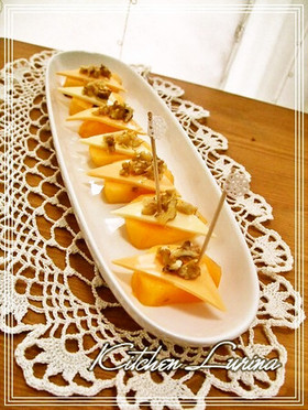 秋おつまみ ナッツ on 柿チーズ