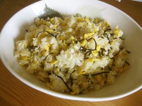 塩こんぶで簡単♪卵とねぎのしおこん炒飯
