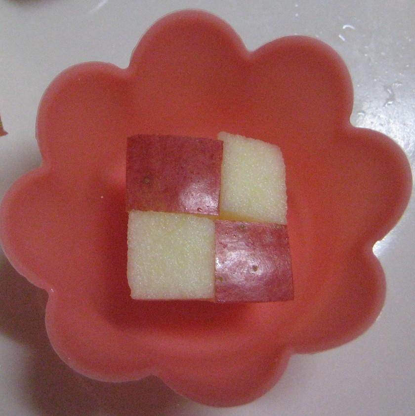 お弁当に!簡単♪市松模様のりんご飾り切り