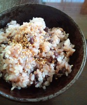 小豆+白米+餅+炊飯器で簡単赤飯の写真