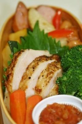 お弁当に 簡単やわらか鶏胸肉ソテー