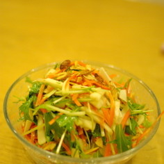 人参と水菜、洋梨のフルーツサラダ
