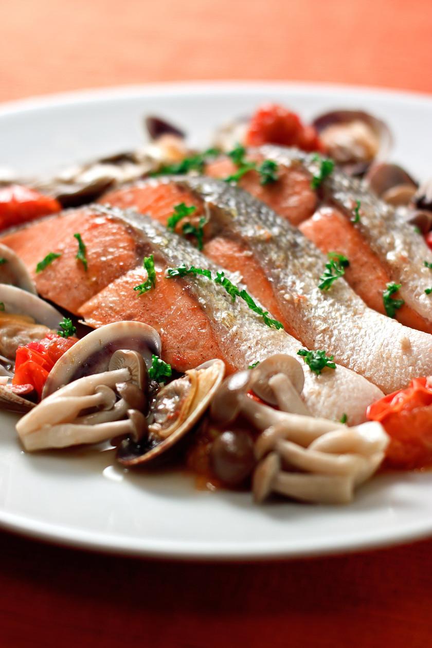 鮭ときのこの簡単アクアパッツア