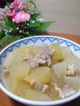 鶏の旨みでいただく、冬瓜と鶏肉の煮物