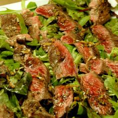 ビーフステーキのタリアータサラダ添え