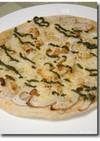 レンコンと松の実のピザ