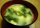 朝食に~じゃがいもとわかめの味噌汁
