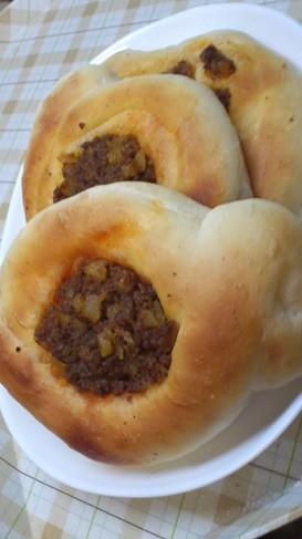 パン作りにハンバーガー風ミートフィリング
